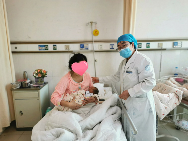 菏泽市立医院产科精准施策,产妇喜获龙凤胎